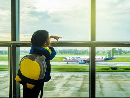 Trẻ em đi máy bay Bamboo Airways cần chú ý điều gì?